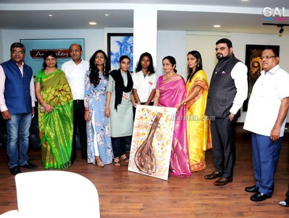 Aruna Sairam inaugurates 'Artwaley' Paintings Exhibition