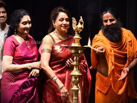 Baba Ramdev and Vyjayanthimala inaugurate Hema Malini's SYNERGY