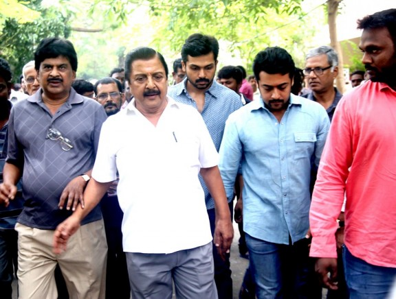 Celebrities pay last respects to Cho Ramaswamy
