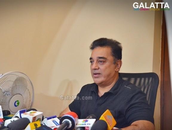 Kamal Haasan Meets Press on Bigg Boss Controversy for pics