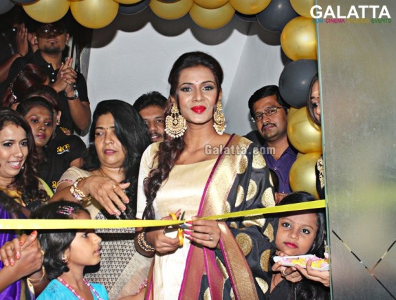 Meera Mitun inaugurates Ace Salon & Spa at West Mambalam