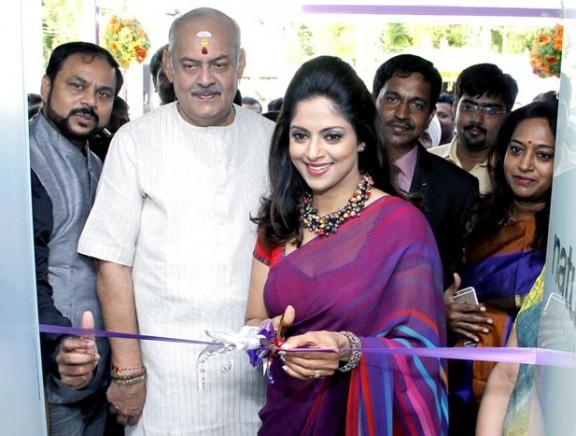 Nadhiya inaugurates Naturals Ayur at Coimbatore