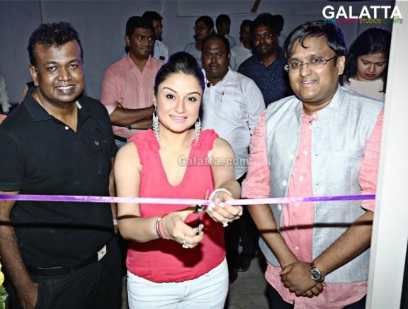 Sonia Agarwal inaugurates No Strings Attached Restaurant