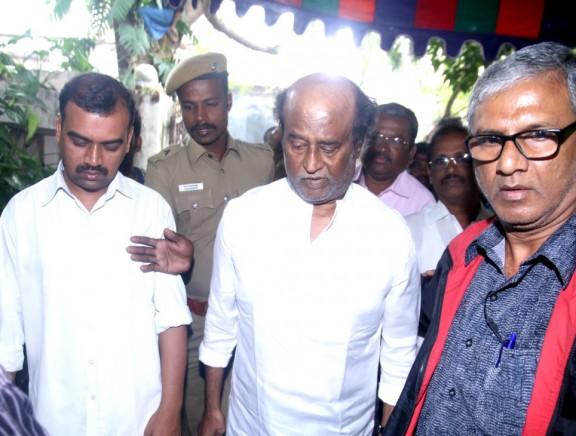 Superstar Rajinikanth pays homage to Cho Ramaswamy