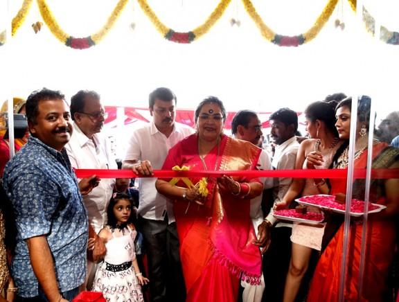 Usha Uthup inaugurates Kamadhenu Jewellery at Mogappair