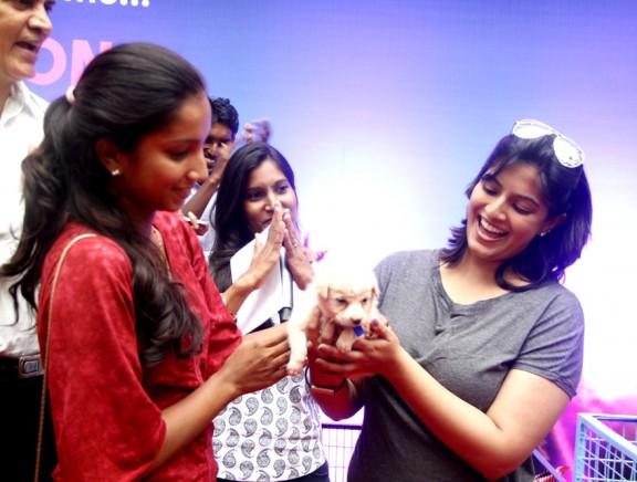 Varalakshmi Sarathkumar initiates Adpotathon