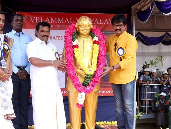 Vivek visits to Velammal Vidyalaya on World Students Day