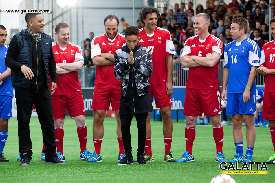 AFTER EARTH duo Will & Jaden Smith play football for fans