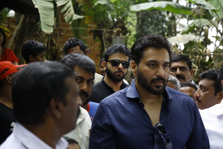 Actor Rahman's full swing relief work at Aluva
