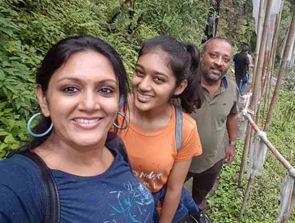 Actress Devadarshini Family Vacation Photos - Tamil Photo Feature