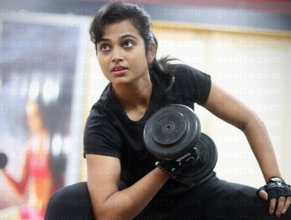 Actress Ramya Pandiyan Exclusive Workout