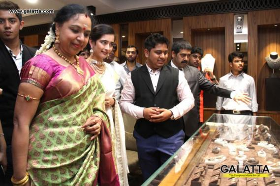 Akshara Haasan inaugurates Chennai Diamonds Showroom at Anna