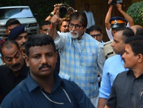 Amitabh Bachchan met fans for his birthday