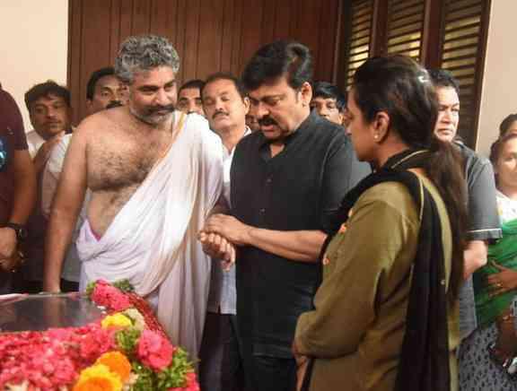 Celebs Pay Homage to Devadas Kanakala
