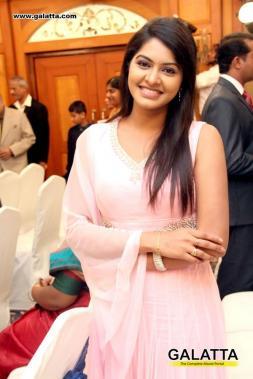 Celebs at Zee Tamil Jai Ho 2013 Scholarship Program Tamil