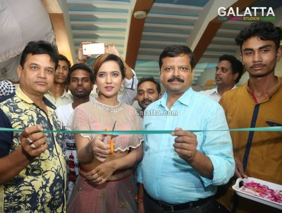 Indian silk expo launch by actress aafiya bhardwaj