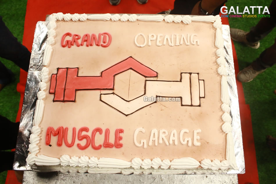 Jiiva inaugurates muscle garage gym at alwarpet tamil event photo