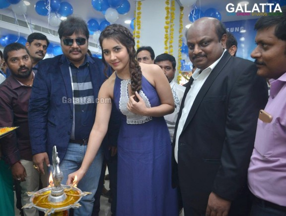 Raashi Khanna Launches Big C Mobile Store At Guntur