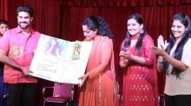 Sarayu Launches her Book Njayaraychakale Snehicha Penkutty