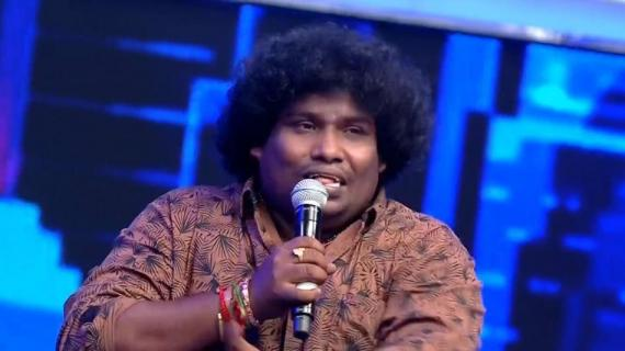 Yogi Babu at Sarkar audio launch