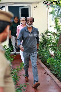 Superstar Rajinikanth to play dual roles in AR <a href='/wikipages/Murugadoss/' target='_blank'>Murugadoss</a>'s Thalaivar 166!
