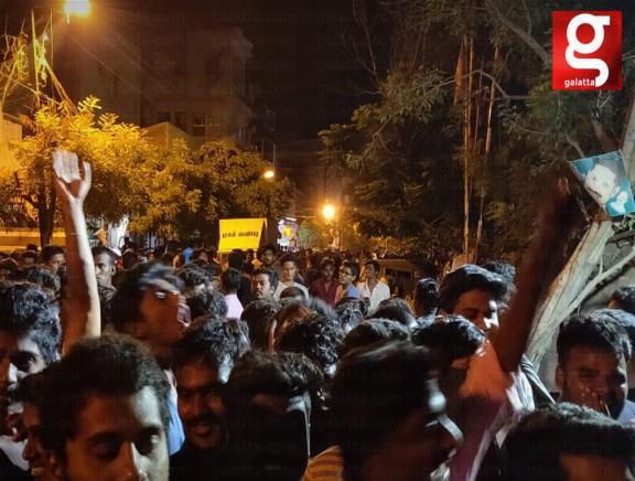 Thalapathy Vijay Fans Celebrate Sarkar Movie In Madurai