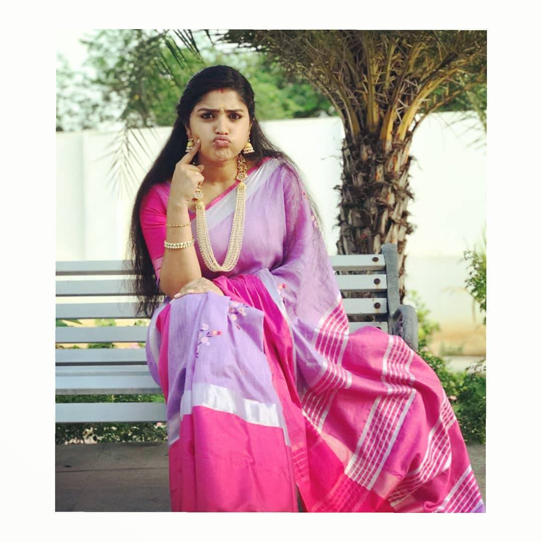 We're loving Shreya Anchan's grounded authority as the lady of the house in this pink-violet drape from Feathers, made more grandiose with the inspired jewellery from Petals.