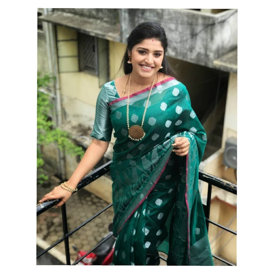 Shreya looks comely in this silver zari on sea green number from Izhaiyal, accessorized with a traditional looking white bead-work and heavy pendant set.