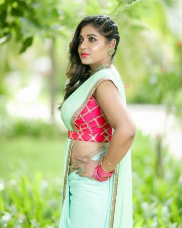 Bigg Boss-3 contestant Reshma Pasupuleti was recently spotted in this green pink saree and though it is a bit late for the summer tones, we're loving the effect