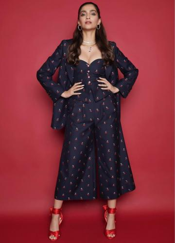 The coat, bustier and palazzo in a plums-on-navy blue scheme is almost reminiscent of pyjamas and looks cool and comfy