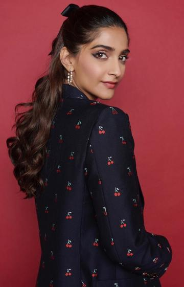 Make-up artist Arti Nayar gave Sonam cat tails and a cool matte shade. Approved.
