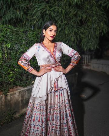 Regina Cassandra attended the Hyderabad cine mahotsavam 2019 in an Angraka-skirt combination that we loved!