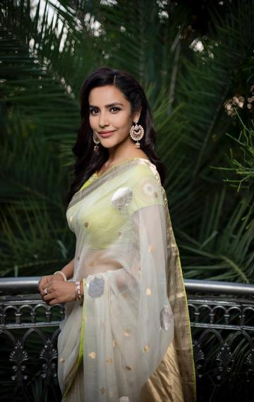 Priya Anand was spotted recently in this green and white saree from Raw Mango - Fashion Models