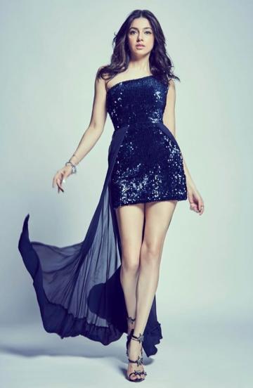 Divya Khosla had a great day at the sets of Nach Baliye in this cute black dress from Kiran Gupta - Fashion Models