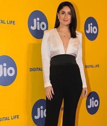 Kareena Kapoor Khan arrived at the Mumbai film festival venue in this classy outfit from Judy Zhang - Fashion Models