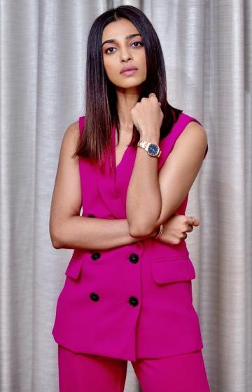 Hairstylist Rohit, though, worked hard. Radhika's hair is fit for a shampoo or salon ad campaign today - Fashion Models