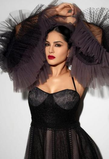 Sunny Leone can kill with looks when she wants to - she's breathtaking in this black outfit from Supria Munjal - Fashion Models