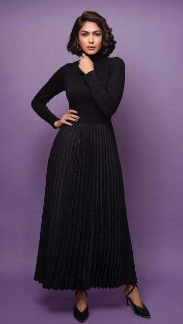 Really, stylist Pranay Jaitly? why was that plain black pleated skirt even considered wearable? - Fashion Models