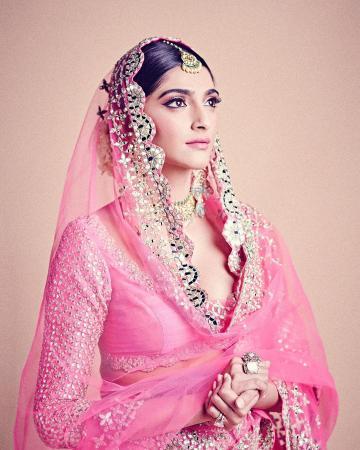 The kundan and stone choker-chandbali set from AKM Mehrasons Jewellers matches the outfit - Fashion Models