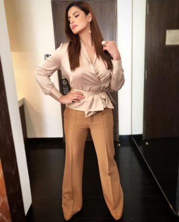 Zareen Khan's hair and makeup artist is her able sister Sana Khan -  Zareen does look well powdered always - Fashion Models