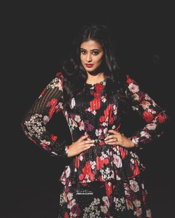 Priya Mani's floral dress has us wishing that she'll begin taking second opinions on wardrobe choices - Fashion Models