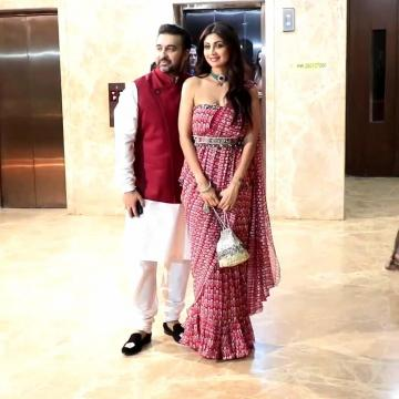 Shilpa Shetty was spotted at the pre-Diwali bash thrown by Tips owner Ramesh Taurani in this lovely saree from Ridhi Mehra - Fashion Models