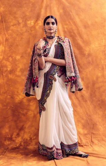 The white saree from Anamika Khanna has a wide embroidery border that resembles brocade decoration - Fashion Models