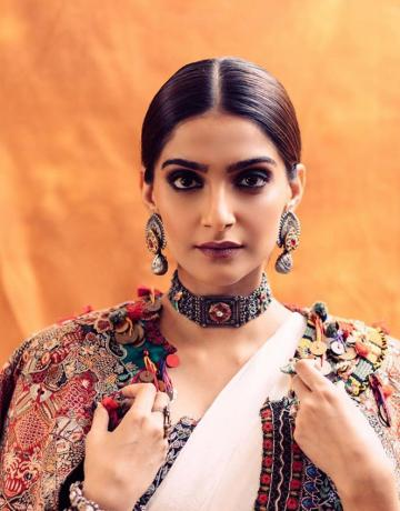 The jewellery from Apala is on point - a diva really is a person who knows how to ace every look by choosing the right accessories - Fashion Models