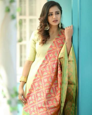Anjana Rangan was recently spotted in this churidar which is a great choice as we near Diwali - Fashion Models