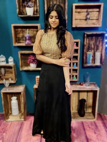 The Petta actor looks great in this simple, leg O'mutton sleeves gown - Fashion Models