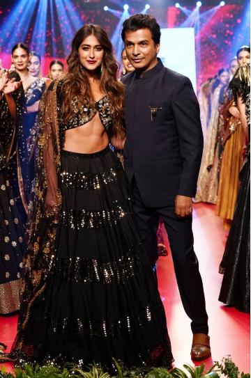 Ileana D'Cruz was the show stopper for designer Vikram Phadnis at the Bombay Times fashion week and she ended the show with elan - Fashion Models