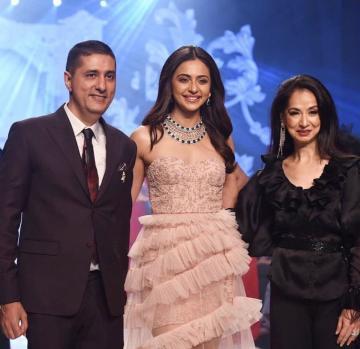 Rakul Preet was the show stopper for designer Avvantikaa S. Parwani at the Bombay Times fashion week - Fashion Models