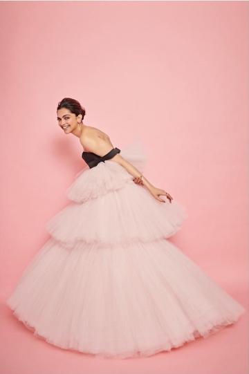 The outfit from Giambattista Valli has three tiers of layered tulle! and an interesting sleeve. - Fashion Models