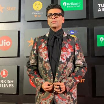 We love the thin lapels of the floral coat, the plain black lose bow tie and the button-up-when-standing instinct that Karan seems to have - Fashion Models